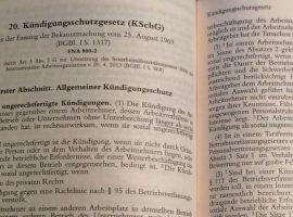 Das Kündigungsschutzgesetz regelt die Voraussetzungen einer Kündigung - (c) jura-fragen.de
