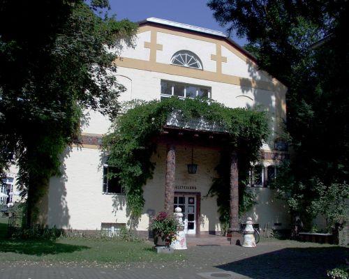Frontansicht des Museums in der Majolika