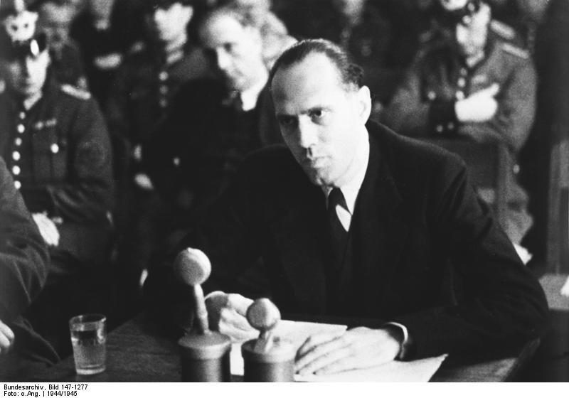 Bundesarchiv Bild 147-1277 Volksgerichtshof Helmuth James Graf v. Moltke