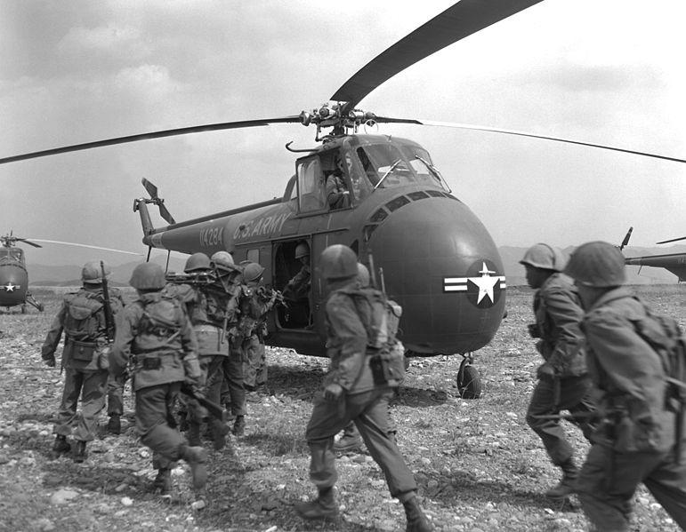 771px-Korean War HA-SN-98-07085