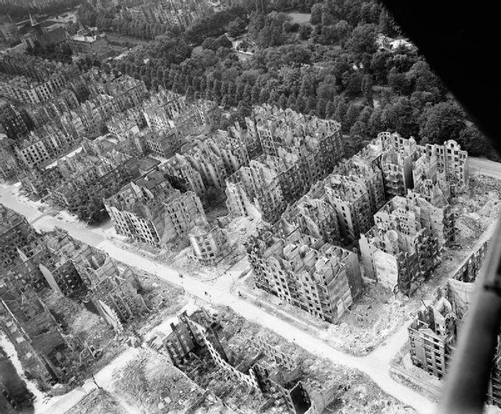 Bombadiertes Hamburg 1944