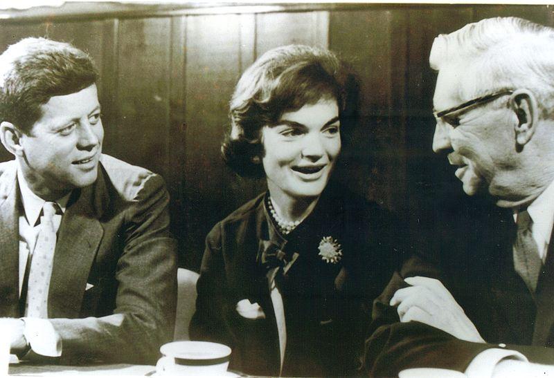 Kennedy-mit-Frau-und-McNamara