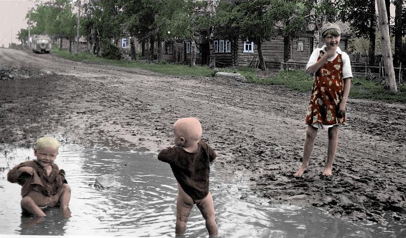 Scannen 131 Russland Kinder Dorf 1941 Herbst colored
