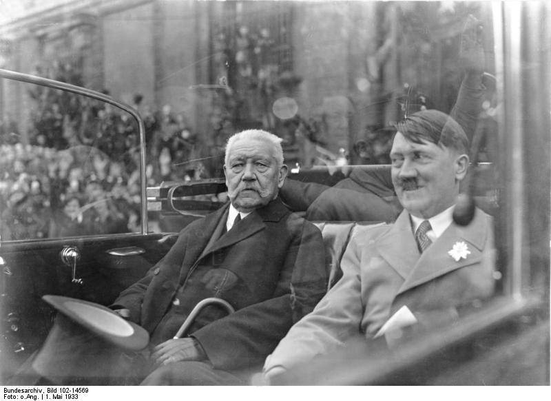 Hindenburg und Hitler, Bundesarchiv, Bild 102-14569 / CC BY-SA 3.0