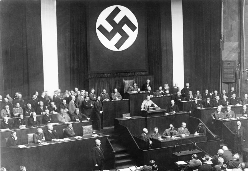 Rede Adolf Hitlers zum Ermächtigungsgesetz, Bundesarchiv, Bild 102-14439 / CC-BY-SA 3.0