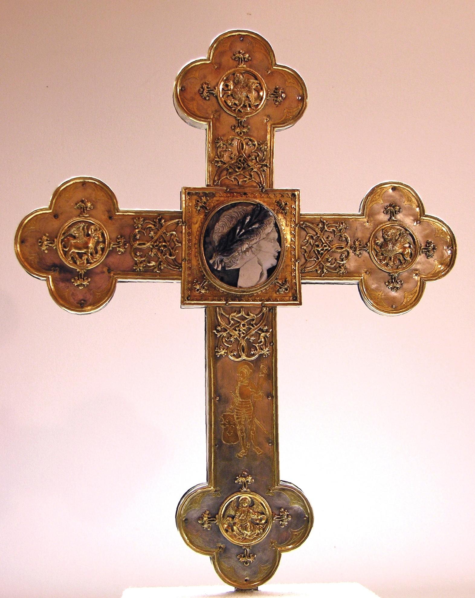 Museum am Dom: Stiftskreuz mit Nero Kamee, 16. Jh., © Domschatz Minden, Arnold Weigelt.