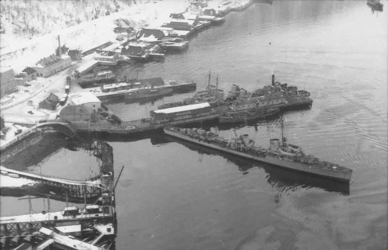 Deutsche Kriegsschiffe im Hafen von Narvik Bundesarchiv, Bild 101I-758-0056-35 / Ehlert, Max / CC-BY-SA