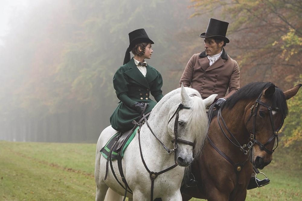 © EDEL / ITV Plc Im Bild: JENNA COLEMAN als Victoria und RUFUS SEWELL als Melbourne