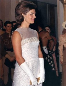 Jacqueline_Kennedy_after_State_Dinner,_22_May_1962