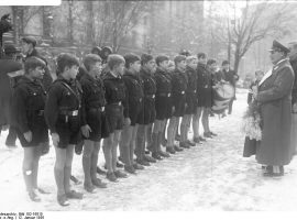 Die Nazi-Regime band die Jugend umfassend ein und indoktrinierte sie früh. Bundesarchiv, Bild 102-16515 / CC-BY-SA