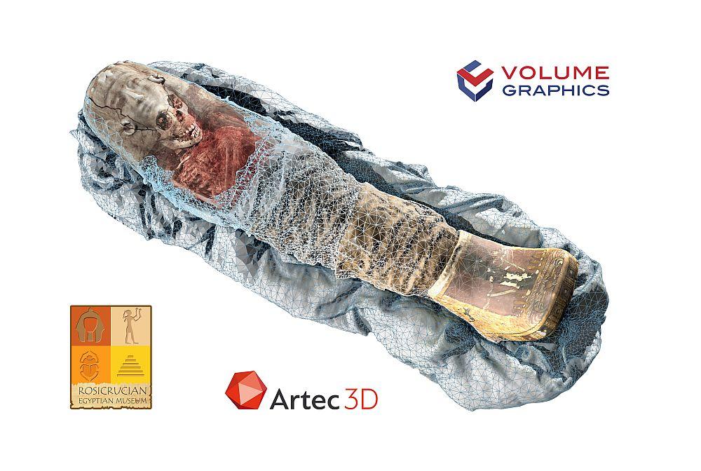 """Die Mumie """"Sherit"""" in kombinierter CT- und 3D-Scan-Darstellung. Das hellblaue Gitter dient nur zu Illustrationszwecken. Es symbolisiert die jetzt mögliche Kombination von farbigen 3D-Oberflächenscans mit den dreidimensionalen Daten des Inneren, die bei einem CT-Scan erzeugt werden. Quelle: Artec 3D"""