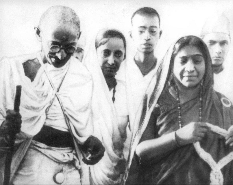 Gandhi während des Salzmarsches 1930 mit Sarojini Naidu, einer indischen Dichterin und Politikerin