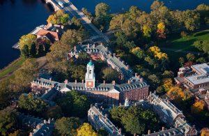 Die Gründung der Harvard Universität 1636 unterstrich den Fokus, den die Massachusetts-Siedler auf Bildung und Eigenversorgung legten. Bild: fotolia.com © spiritofamerica