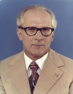 504px-Bundesarchiv_Bild_183-R1220-401,_Erich_Honecker