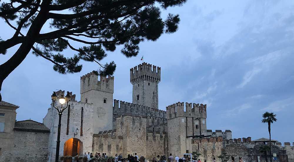 Die Burg ist das Eintrittstor zu Sirmione