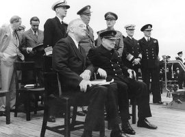 "Roosevelt und Churchill vereinbarten auf dem Schlachtschiff ""Prince of Wales"" die Atlantik-Charta, Bild: U.S. Naval Historical Center Photograph #: NH 67209 : http://www.history.navy.mil/photos/sh-fornv/uk/uksh-p/pow12.htm Donation of Vice Admiral Harry Sanders, USN (Retired), 1969."