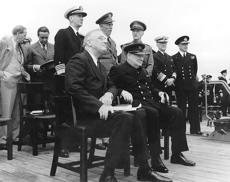 "Roosevelt und Churchill vereinbarten auf dem Schlachtschiff ""Prince of Wales"" die Atlantik-Charta, Bild: U.S. Naval Historical Center Photograph #: NH 67209 : http://www.history.navy.mil/photos/sh-fornv/uk/uksh-p/pow12.htm Donation of Vice Admiral Harry Sanders, USN (Retired), 1969."