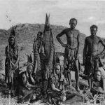 Die Volksgruppe der Herero. Das Bild stammt aus dem Bestand der Deutschen Kolonialgesellschaft in der Stadt- und Universitätsbibliothek Frankfurt am Main. Quelle