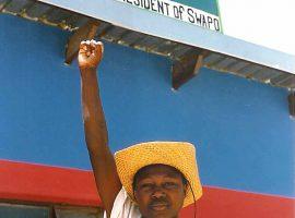 Ein Kind, das die SWAPO unterstützt, während der Wahlkampagne vor den ersten freien Wahlen.Ernmuhl at Luxembourgish Wikipedia CC BY-SA Quelle