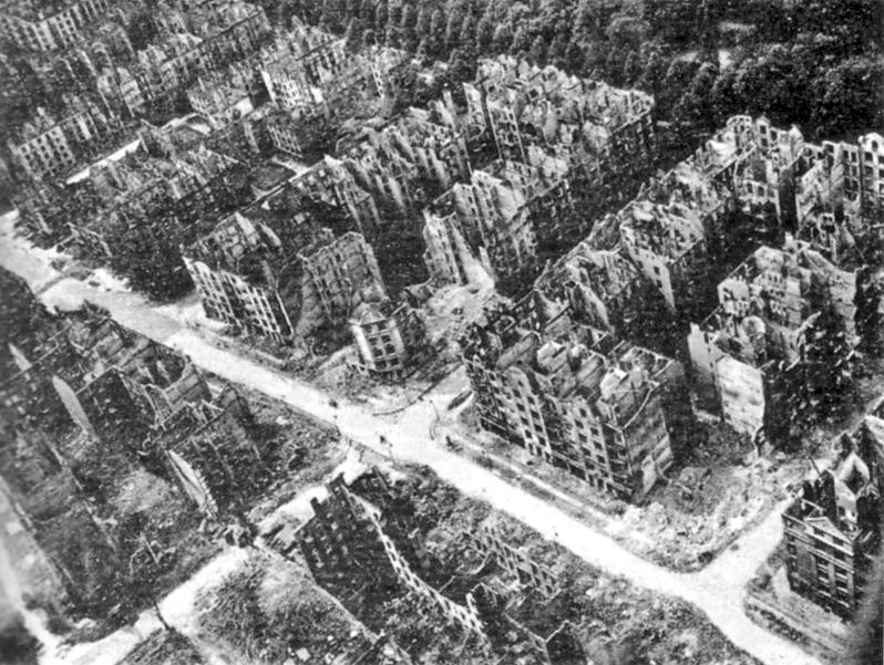 Das traurige Ergebnis der Bombardements auf Hamburg. Weite Teile der Stadt waren komplett zerstört. Es sollte Jahre dauern, die Kriegsschäden vollständig zu beseitigen.