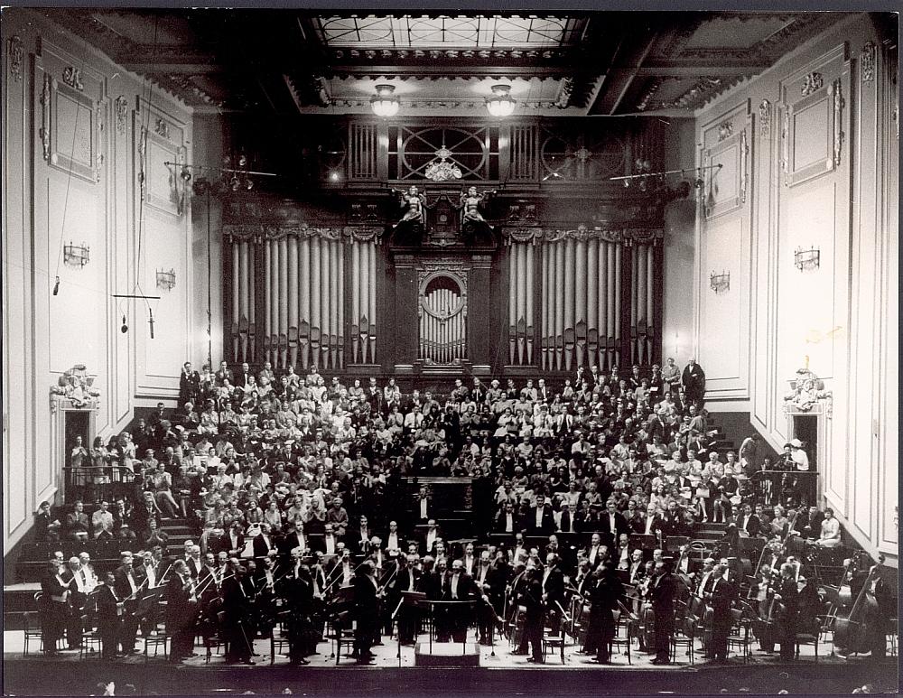 Schmidt-Isserstedt mit Orchester_August 1965_Edinburgh-Usher Hall_c_Susanne Schapowalow_NDR