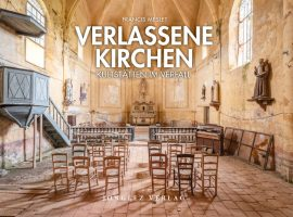 """Francis Meslet zeigt in seinem Bildband """"Verlassene Kirchen"""" stille und eindrucksvolle Aufnahmen, die eine bedrückende Wirkung entfalten und doch auch überraschende Schönheit zeigen. (c) Jongelez Verlag & Francis Meslet 2020"""