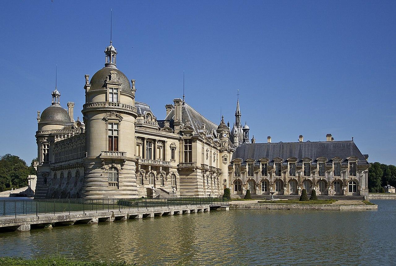 Nordwestliche Ansicht des Schlosses - Lizenz: Jebulon, CC0, via Wikimedia Commons