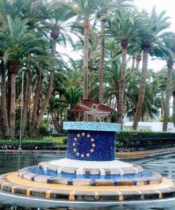 Eine Verkehrsinsel mit der EU-Symbolik in Maspalomas (Gran Canaria) (c) Jochem Schäfer